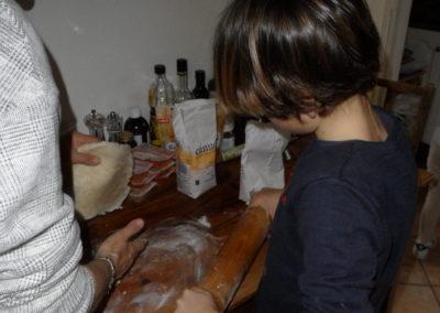 2018-12-22-03-Atelier-rissoles-Milano-etend-la-pate